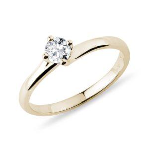 Asymetrický prsten s briliantem ve zlatě KLENOTA