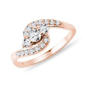 Zásnubní prsten v růžovém zlatě s diamanty KLENOTA