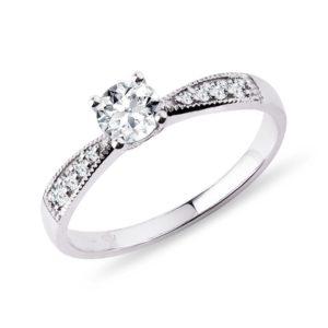 Diamantový prsten v bílém zlatě KLENOTA