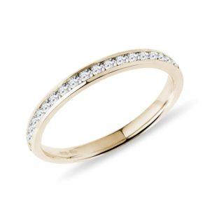 Minimalistický snubní prsten s diamanty KLENOTA