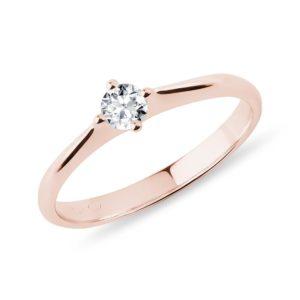 Minimalistický prsten s diamantem v růžovém zlatě KLENOTA