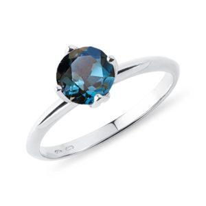 Zásnubní prsten s topazem v bílém 14k zlatě KLENOTA
