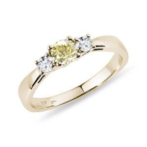 Prsten ze žlutého zlata se žlutým a čirými diamanty KLENOTA